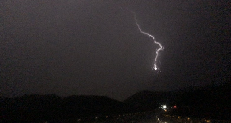 Lightning bolt hitting mountain Benidorm gota fría