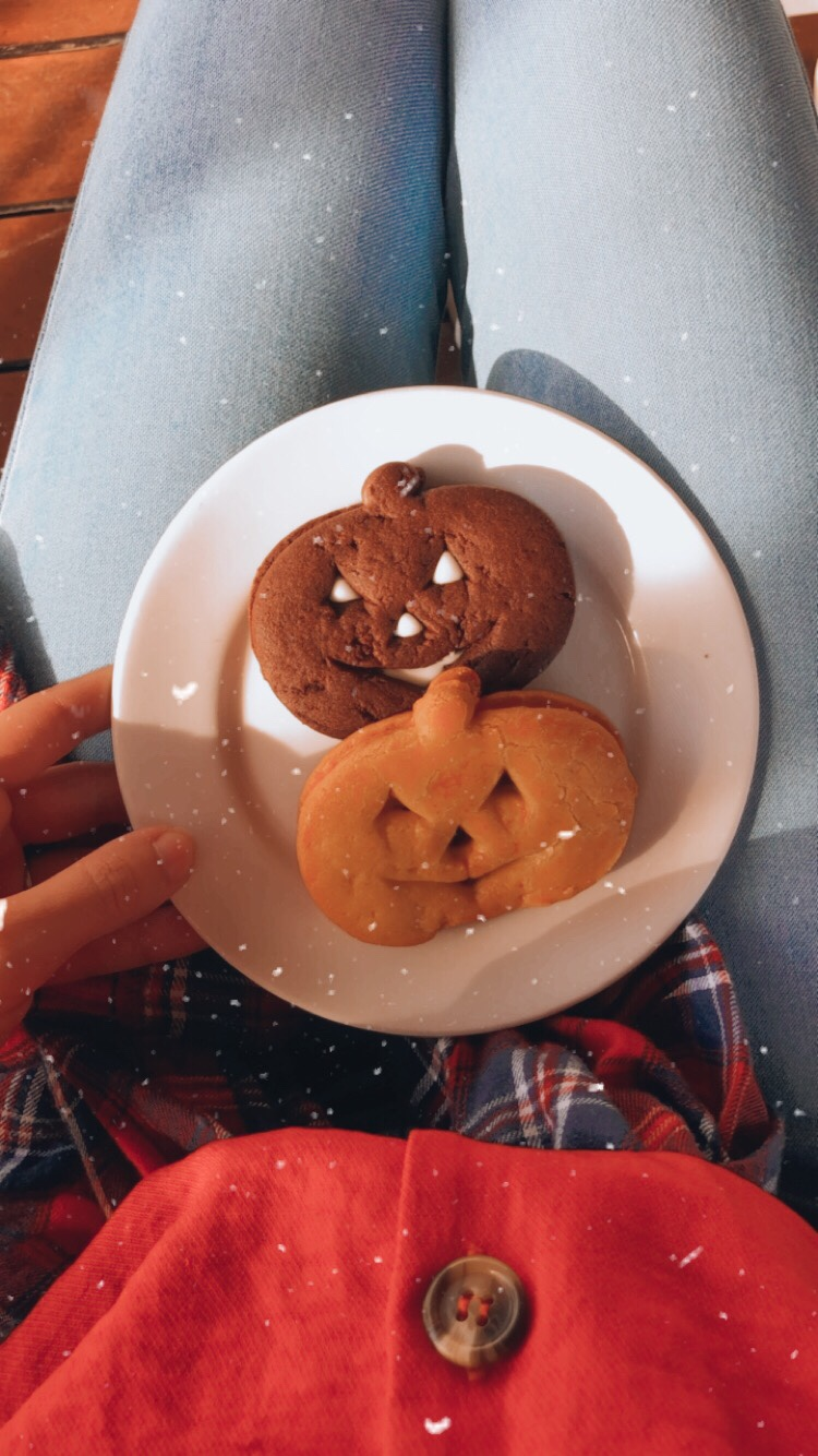 pumpkin baked cookies for halloween