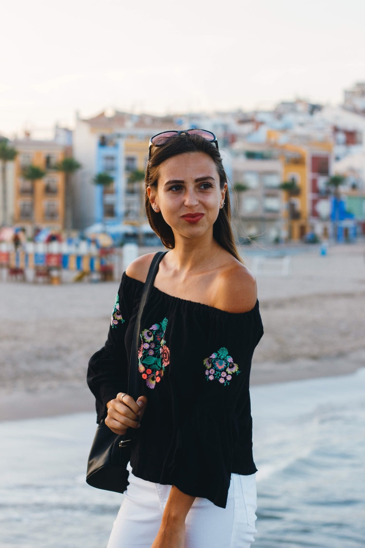 Girl smiling photoshoot in Villajoyosa Spain