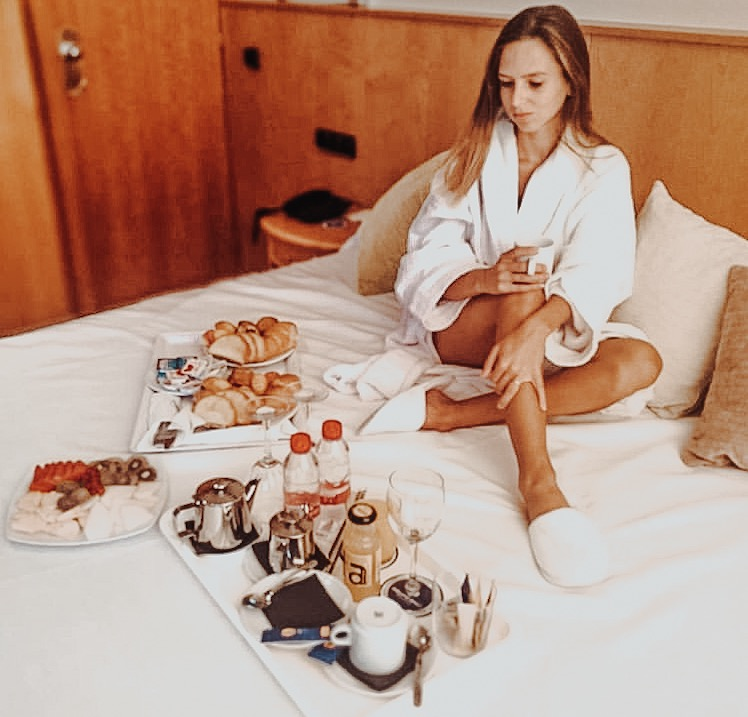 breakfast in bed at gran hotel bali benidorm