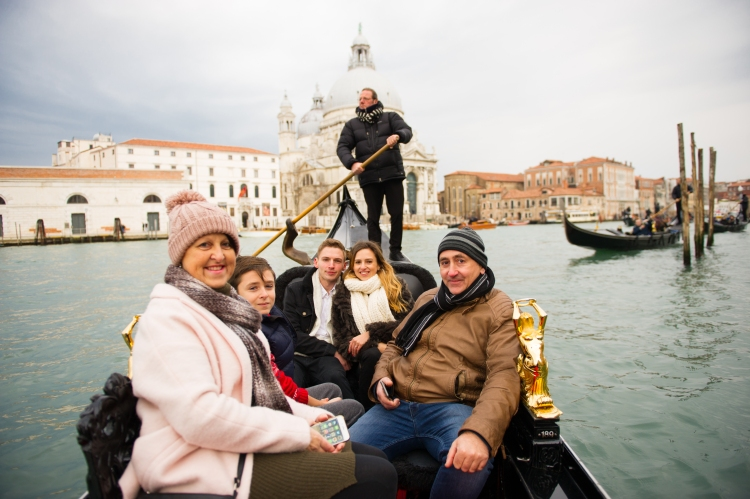 getting engaged in venice italy gondola ride