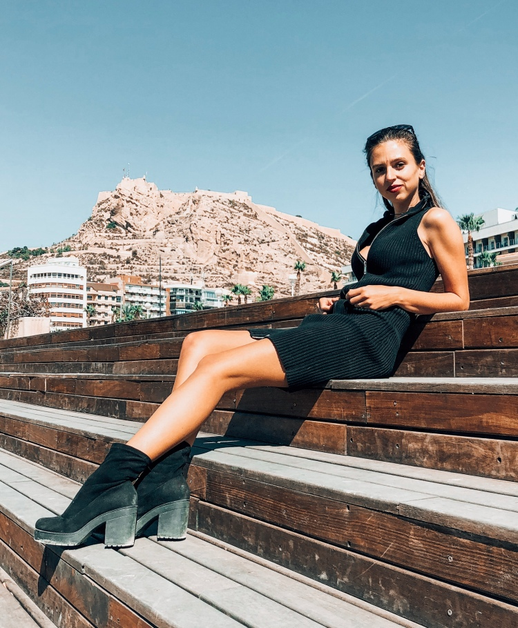 Laying out near Alicante castle fashion model blogger