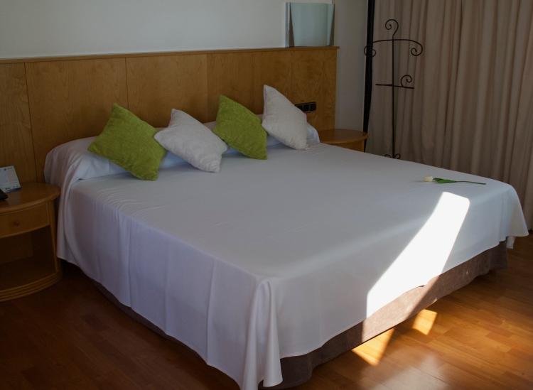 suite gran hotel bali bed
